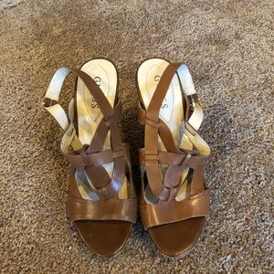 Guess wedge brown size 8M heel